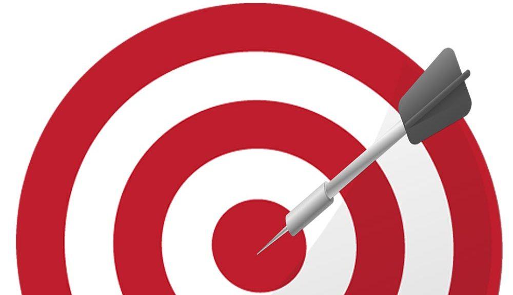 Arrow dart hitting the bullseye of the target